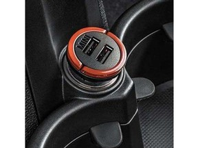 Dual USB Charger - all cars (G2NMA5271)